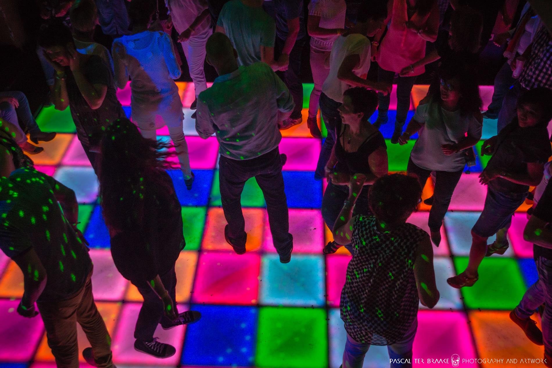 Jaren 80 feest boeken? Hillarisch jaren 80 feest compleet verzorgd met muziek en lichtshow uit de jaren '80.